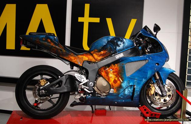 Airbrush personnalisé sur moto - design Joker - Airbrush moto Montréal
