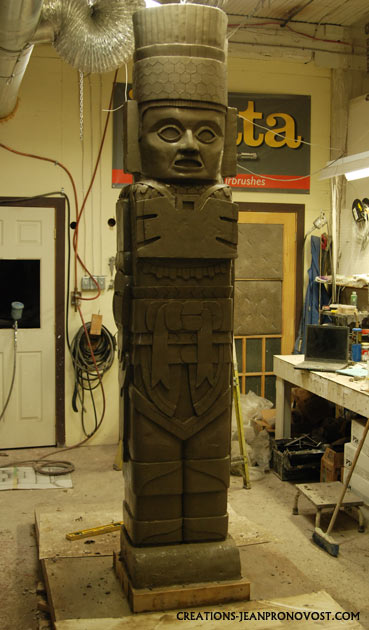 life size precolombian reproduction, maya sculpture, toltec sculpture, sculpture tolteque