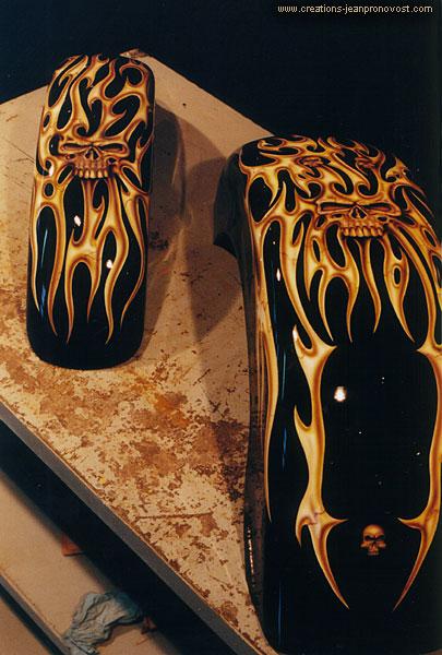 Ailes de Harley avec têtes de morts peint au airbrush