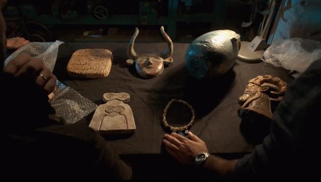 reproduction de sculpture ancienne, reproduction d'oeuvre d'art sumerienne, props de cinema Montreal.