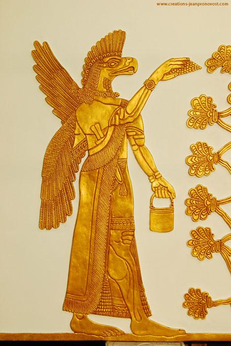 Reproduction de sculpture assyrienne réalisée par l'artiste montréalais Jean Pronovost