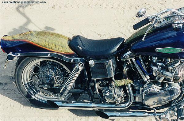 Moto Harley Davidson custom Alligator