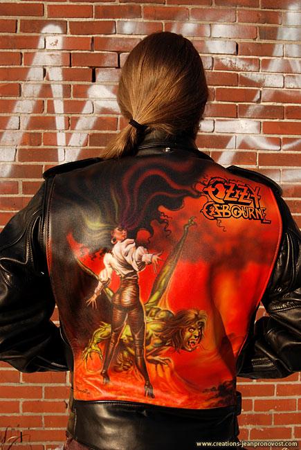 Peinture au airbrush sur manteau de cuir - Ozzy Osbourne, « The   Ultimate Sin »