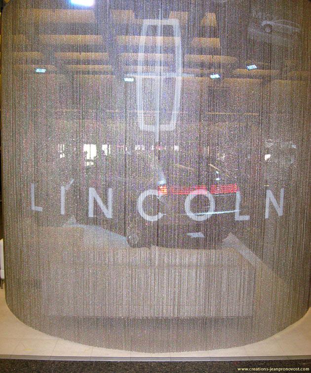 Logo de Lincoln réalisé à l'aérographe sur les rideaux de bille