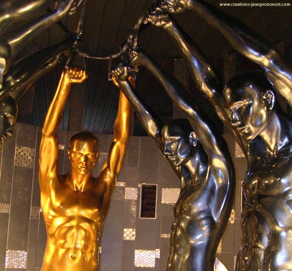 Sculptures au fini métallique