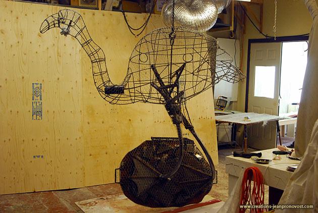 Sculpture metallic structure
