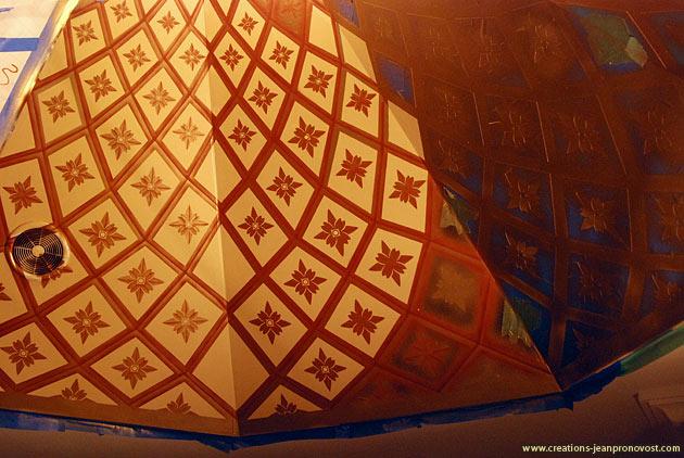étape de la réalisation d'une murale au plafond